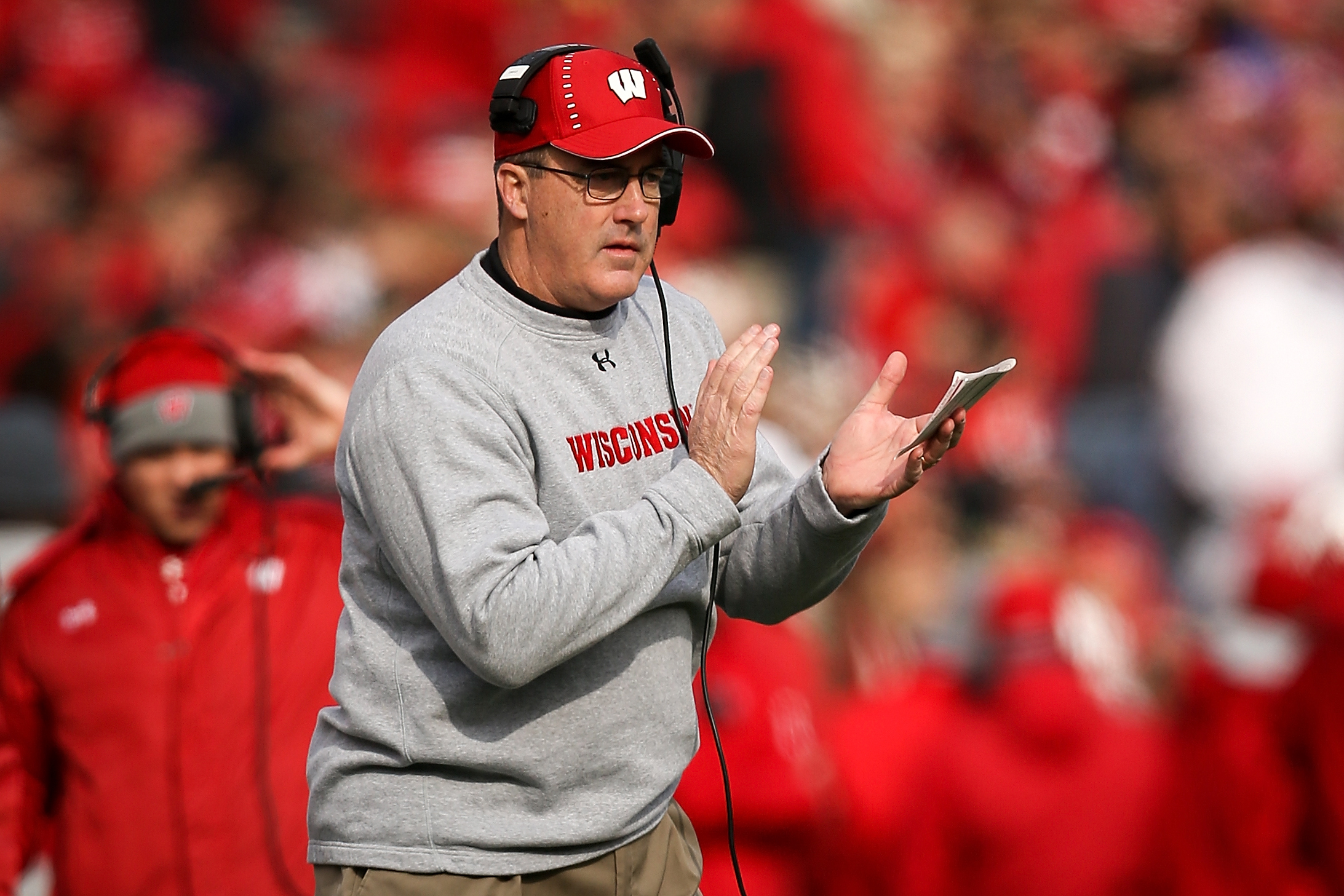 Wisconsin head coach Paul Chryst had an all-time self own when discussing  his love for crew neck sweatshirts | This is the Loop | Golf Digest